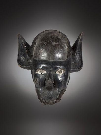 MAKONDE, Mozambique/Tanzanie  Masque casque à patine noire, hyperréaliste, évoquant...