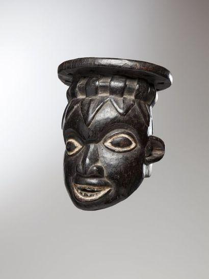 BAMILEKE, Cameroun  Masque heaume provenant...