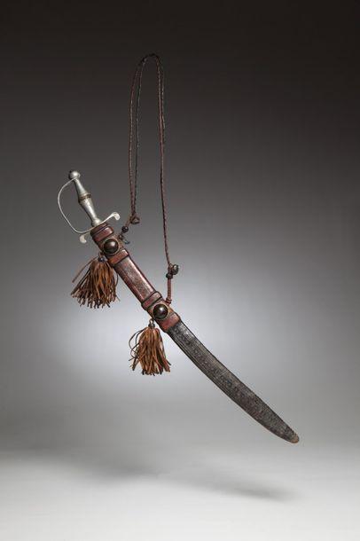 TOUBOU, Tchad  Epée d'apparat au manche en aluminium, le foureau en cuir est richement...