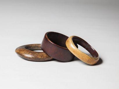 IBO, Nigéria  Lot de trois bracelets ovales...