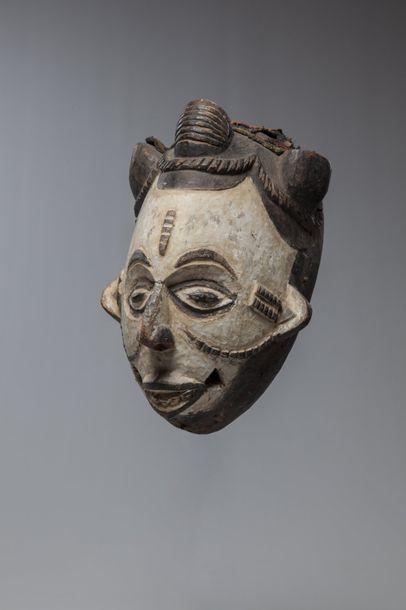 IDOMA, Nigéria  Masque à visage enduit de...