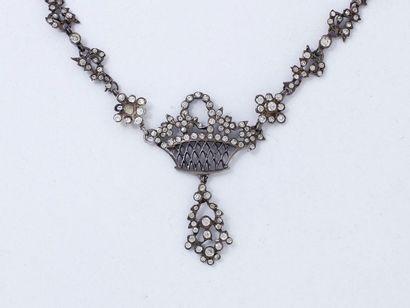 Délicat collier articulé en argent 800 millièmes...