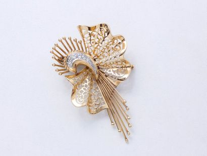 Broche en or 750 millièmes, à décor de gerbe...