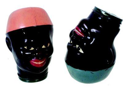 Rare paire de tête de noirs en verre moulé...