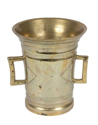 Grand mortier ancien à deux anses en bronze...