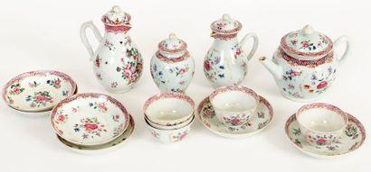 Chine, XVIIIe siècle Service à thé en porcelaine...