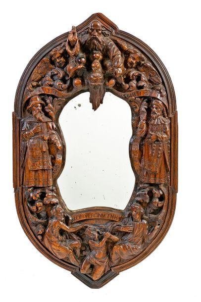 Miroir ovale chantourné de style Renaissance...