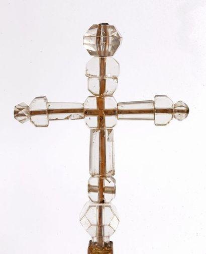 Importante croix de procession en cristal de roche taillé et cuivre doré, montée...