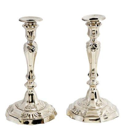 Paire de grands chandeliers de style Régence...