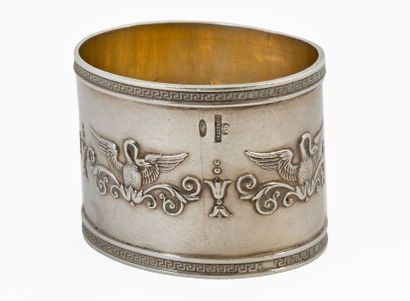 Karl FABERGÉ (1846-1920) Oval napkin ring Empire style silver 84 zolotniks decorated...