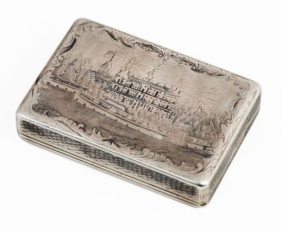 Snuffbox in silver 84 zolotniks partially nielloed and gilded Decorated with a royal...