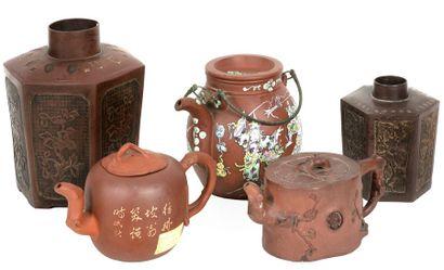 Chine, XIXe siècle Lot comprenant trois théières...