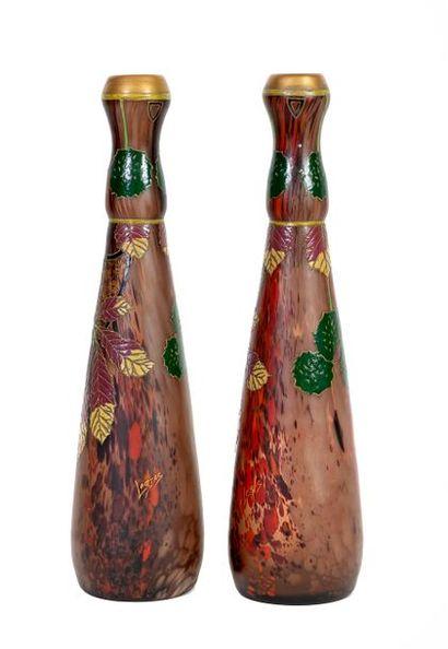 François-Théodore LEGRAS (1839-1916) Paire de vases en verre partiellement émaillé...