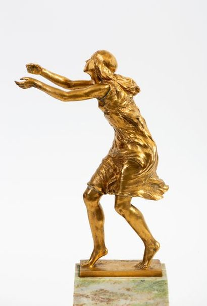 Fernand GYSEN (1879-1943) Young woman running in the wind Bronze with golden patina...