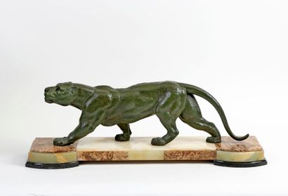 Demetre CHIPARUS (1886-1947) Walking panther Regulator with green patina on a base...