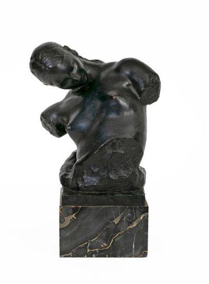 Victor ROUSSEAU (1865-1954) Buste de jeune...
