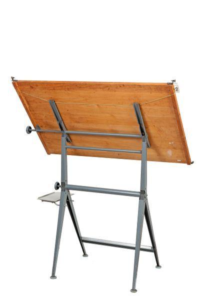 Wim RIETVELD (1924-1985) et Friso KRAMER (1922-2019) Table à dessin en acier laqué...