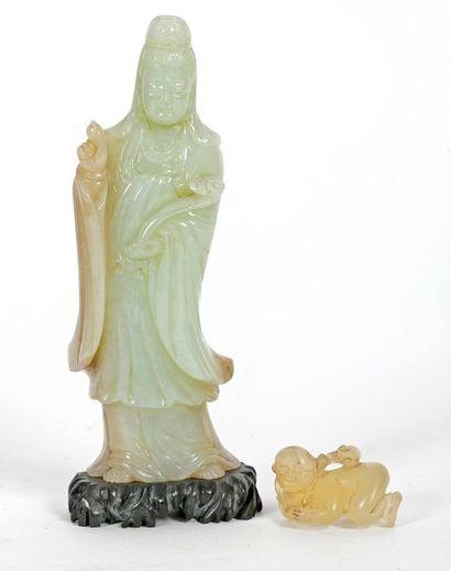 Chine, début XXe siècle Guanyin en jade sculpté...
