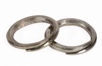 Chine, Miao Paire de bracelets joncs en argent...