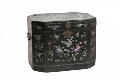 Indochine, XIXe siècle Boite à riz en bois...
