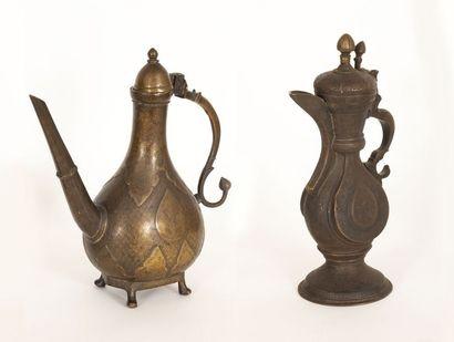 Inde et Iran, vers 1800 Deux aiguières La...