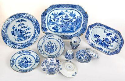 Chine, XVIIIe siècle Ensemble en porcelaine...