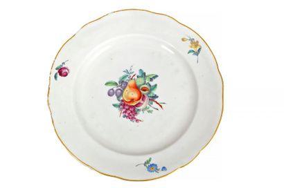 Assiette plate chantournée en porcelaine...