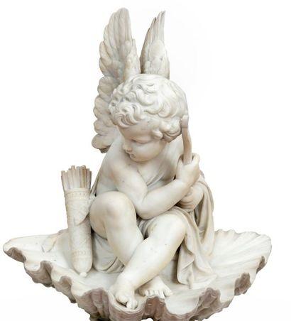 Cupidon à l'arc et au carquois assis sur...
