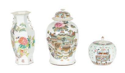 Chine, XIXe siècle Lot comprenant un vase...