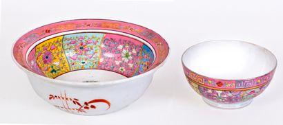 Grande jatte et son bassin en porcelaine...