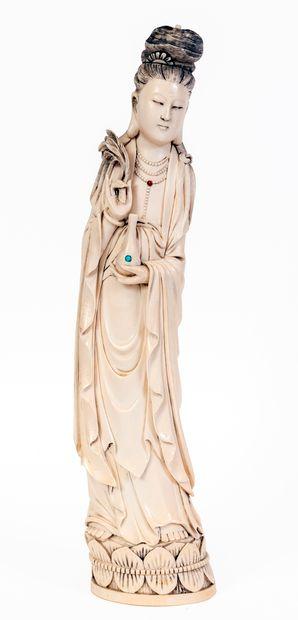 Chine, XIXe siècle Sculpture en ivoire représentant...