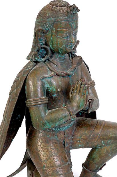 Tibet, XIXe siècle Grande divinité en bronze à patine verte, partiellement ciselé,...
