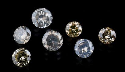 Lot de sept diamants ronds brillants de diverses...