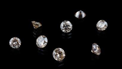 Lot de huit diamants ronds brillants pour...