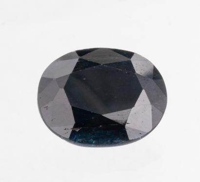 Saphir ovale de 5,81 ct. probablement d'origine australienne bleu foncé opaque à...