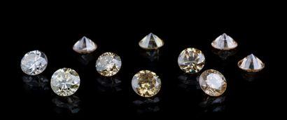 Lot de dix diamants ronds jaunes à orangés...