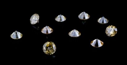 Lot de dix diamants ronds jaunes (fancy yellow)...