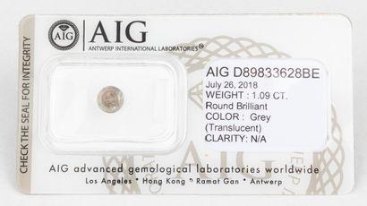 Diamant gris de 1,09 ct. de forme rond brillant...