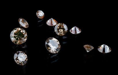 Lot de dix diamants ronds brillants de couleur...