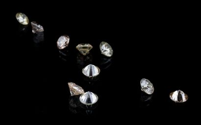 Lot of ten round brilliant diamonds for a total of 1.14 ct. The colours range from...