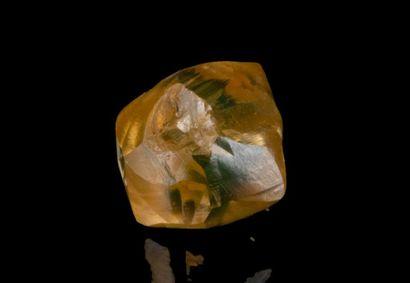 Diamant brut de 1,75 ct. de couleur jaune...