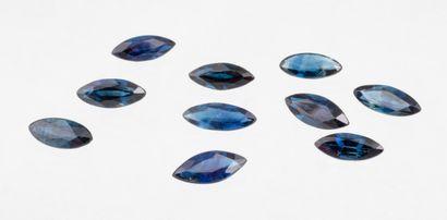 Lot de dix saphirs taille marquise pour un total de 4,30 ct. présentant angles et...