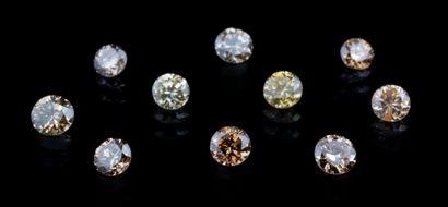 Lot de dix diamants ronds jaunes à brun orangé...