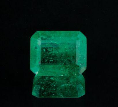 Belle émeraude de 3,08 ct. d'un vert moyen...
