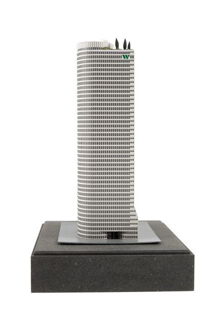 Francq : AROUTCHEFF : Largo Winch, le building Winch, 2002, +/- 60 exemplaires réalisés...
