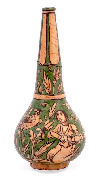 Bouteille Qâjâr Iran, vers 1880 Probable contenant à eau de rose, cette bouteille...