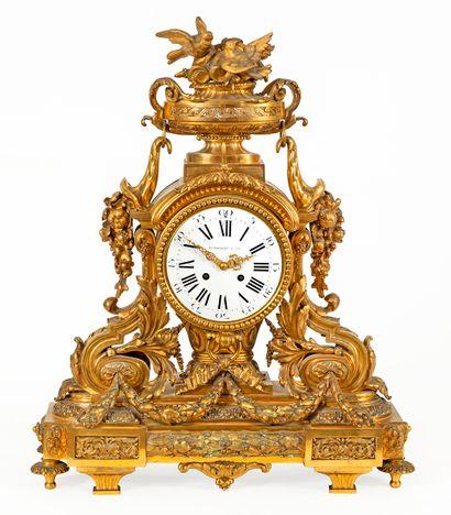 Trossaert & Cie Importante pendule en bronze...