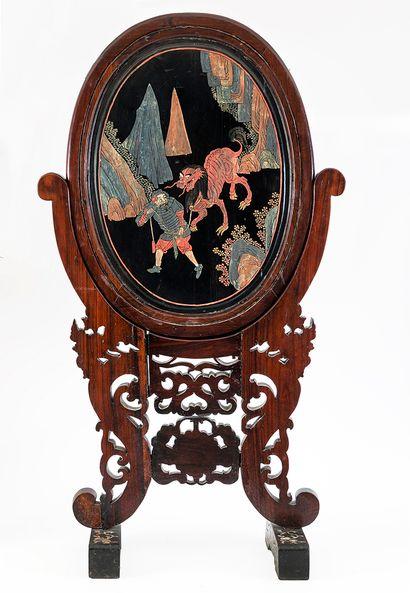 Chine et Indochine, XIXe siècle Écran en bois de fer sculpté et incrusté de nacre...