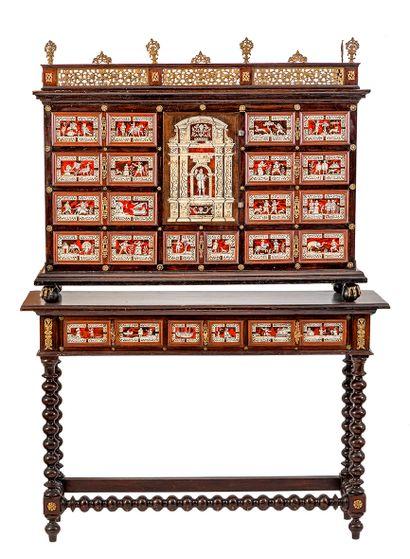 Grand cabinet en bois de placage, bois noirci et filets de marqueterie ouvrant par...