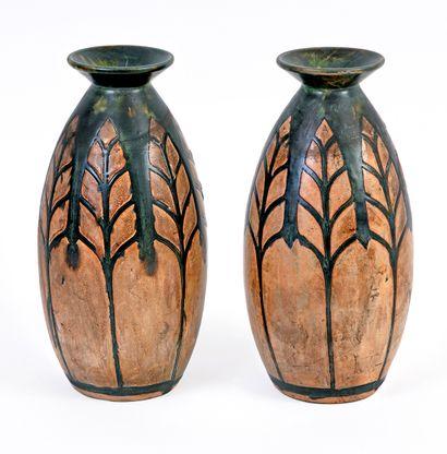 Paire de vases en grès Kéramis au décor bicolore...